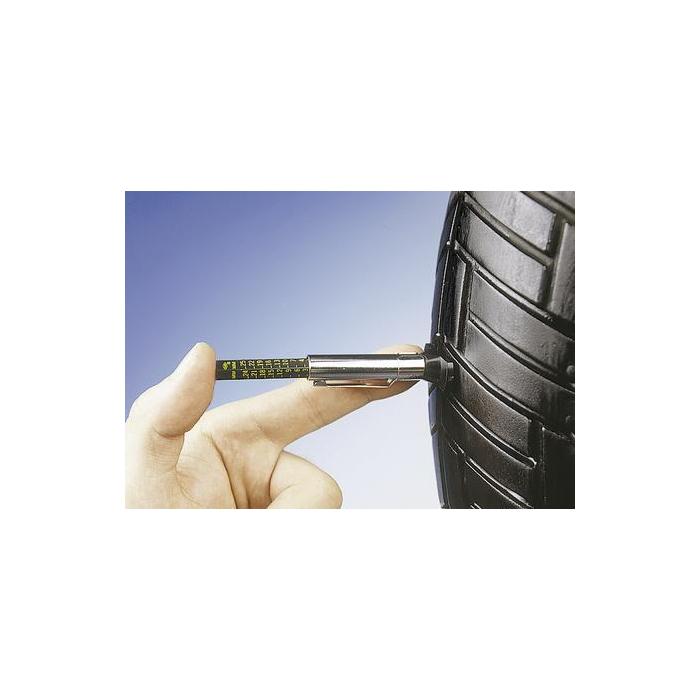 Hĺbkomer na pneu